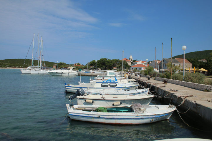 14-Port-in-the-village-of-Ist